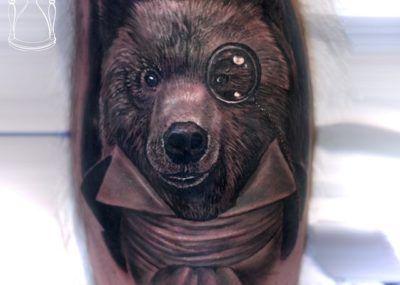 тату медведь ученый