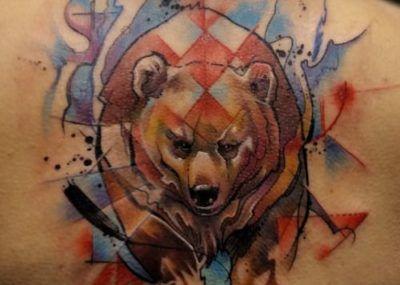 тату медведь на спине