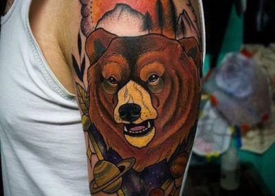 тату медведь на плече