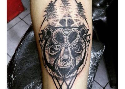 тату медведь орнаментал