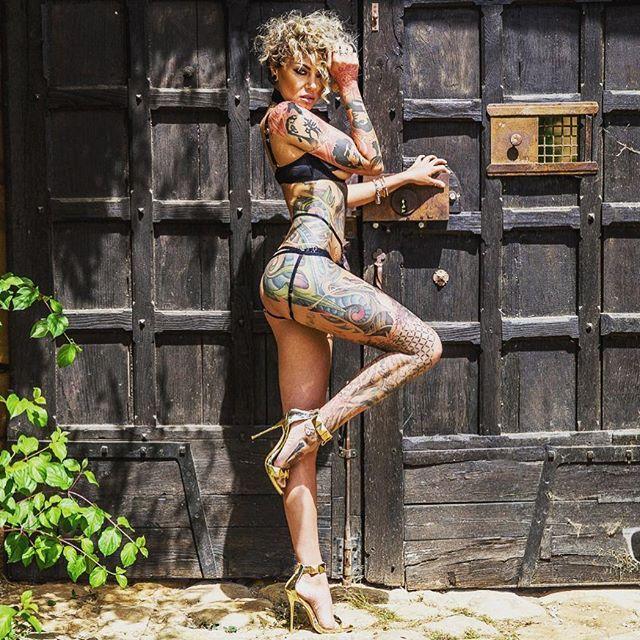 тату модель фото, девушка с татуировками, sexy tattoo ink foto нижнее белье