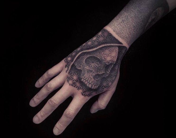 Крутые татуировки одного из ведущих мастеров Нью-Йорка в области dotwork