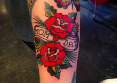 Розы и надпись. Фото картинки Тату Мама и Папа. mom & dad tattoo