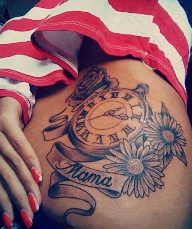 Тату цветы часы и надпись, татуировка о любви к маме фото