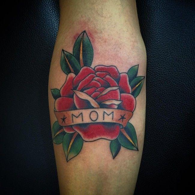 Роза красная. Тату цветы, сердце и надпись, татуировка о любви к маме фото