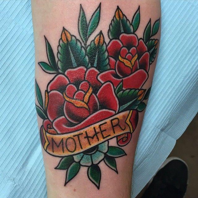 Розы. Тату цветы, сердце и надпись, татуировка о любви к маме фото