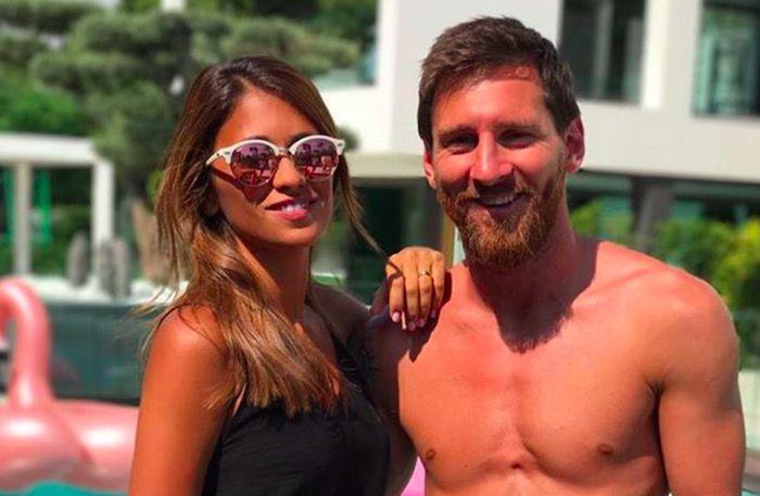 Лионель Месси сделал татуировку – губы супруги фото