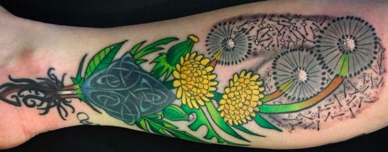 татуировка одуванчик на ноге фото on-tattoo