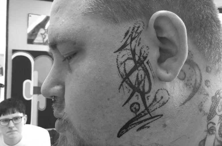 трансфер на лицо татуировки