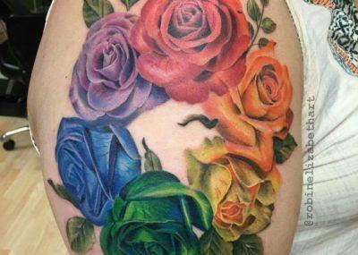 тату роза на плече