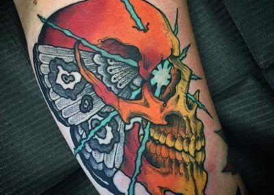 татуировка с черепом
