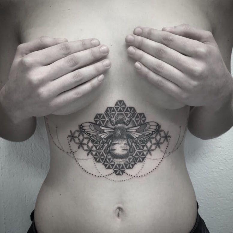 Каталог тату фото, татуировки под грудью женские