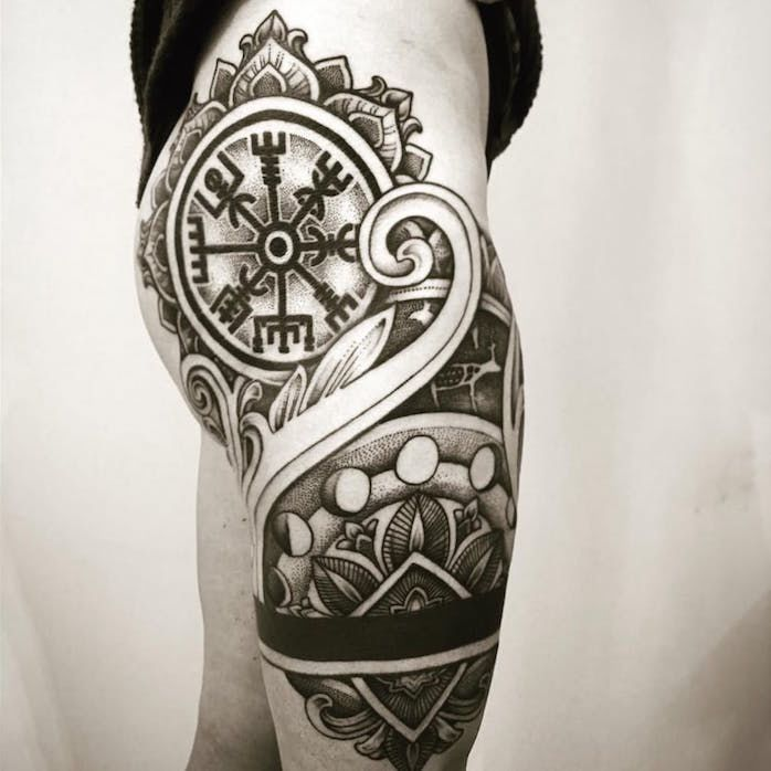 Тату - фото:Рунический компас Вегвизир on-tattoo