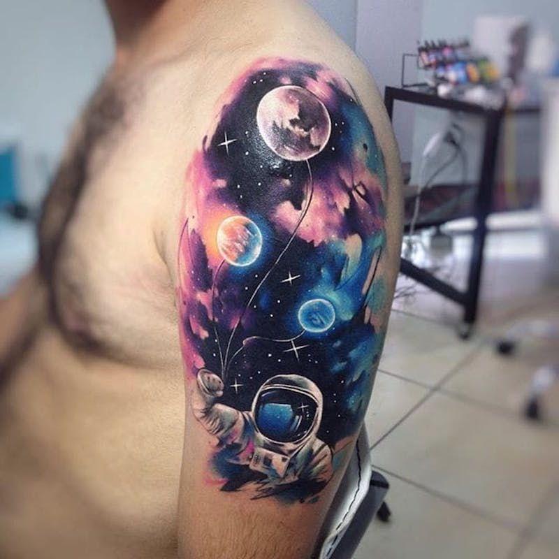 Акварельные татуировки тату-художника Adrian Bascur, фото космонавт