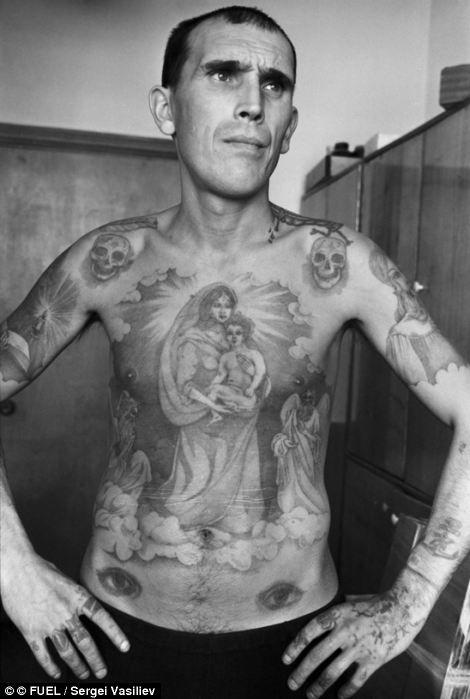 Михаил Кованев – поэт, художник и музыкант. Отбывал наказание в виде пятнадцати лет за убийство.