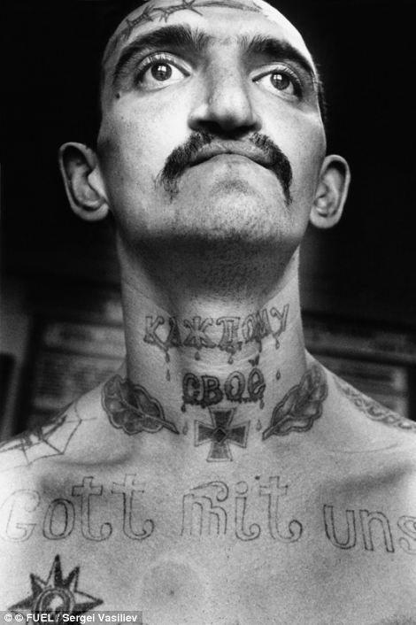 Заключенный на фото был осужден за преступления, связанные с наркотиками