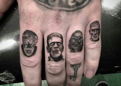 Тату на пальцах френкенштейн