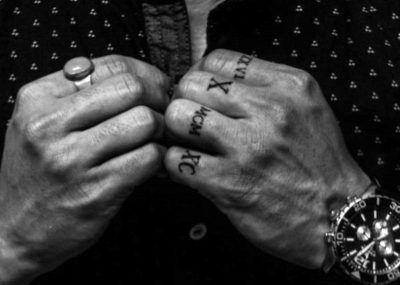 Тату на пальцах цифры