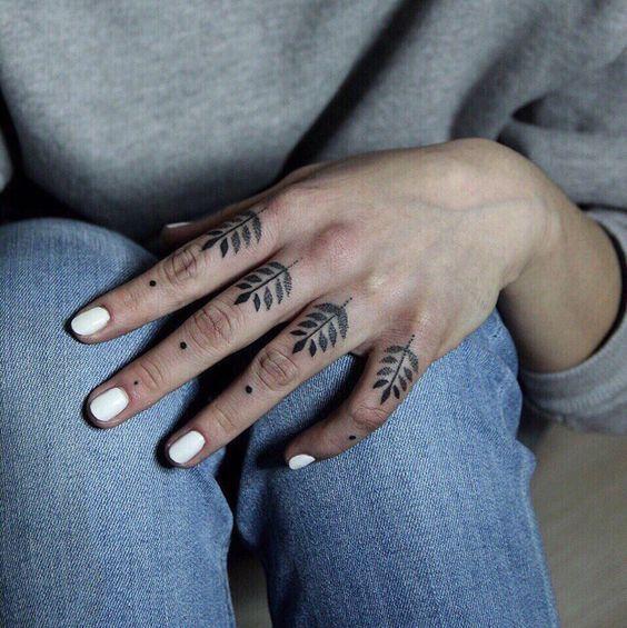 фототатунапальцахon tattooветочкиботаника