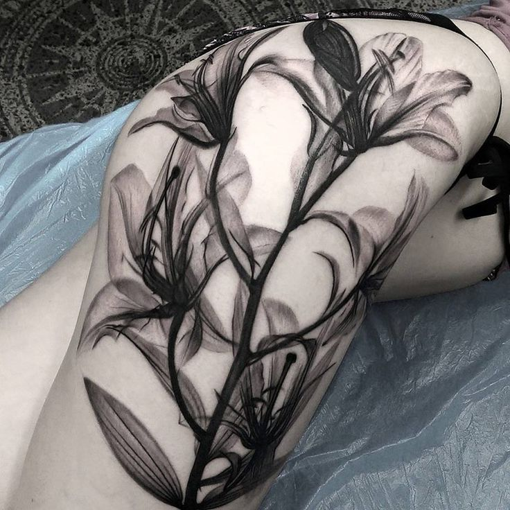 on-tattoo-ru цветы на бедрах фото татуировок каталог лилии