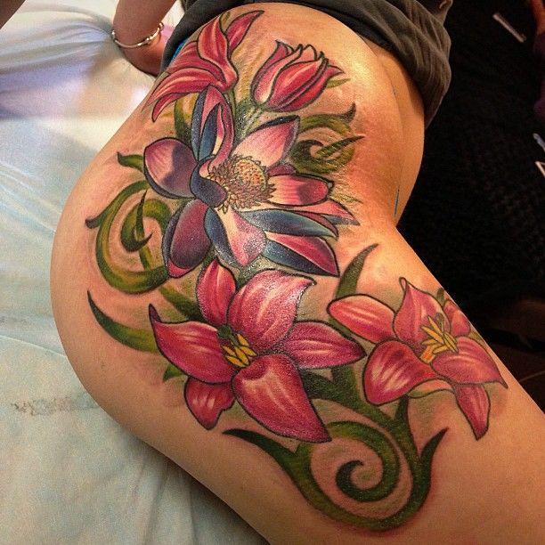 on-tattoo-ru цветы на бедрах фото татуировок лилия