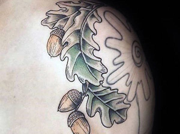 acorn tattoo foto