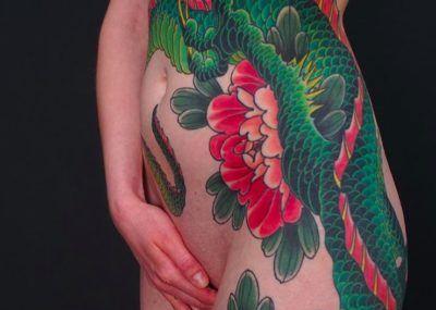 яркие японские татуировки Артемия Неумоина