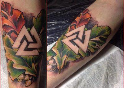 татуировка дуб и трикветр