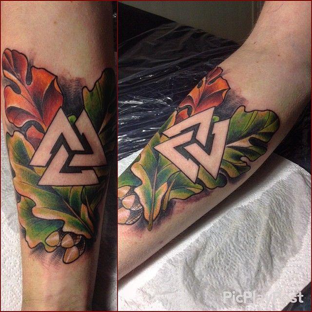Valknut Symbol Triangle татуировка дуб и трикветр
