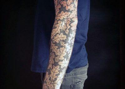 татуировка с дубом