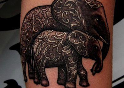 тату два слона