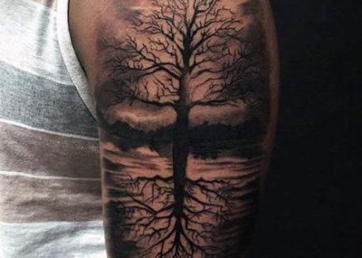 тату дерево бук на плече