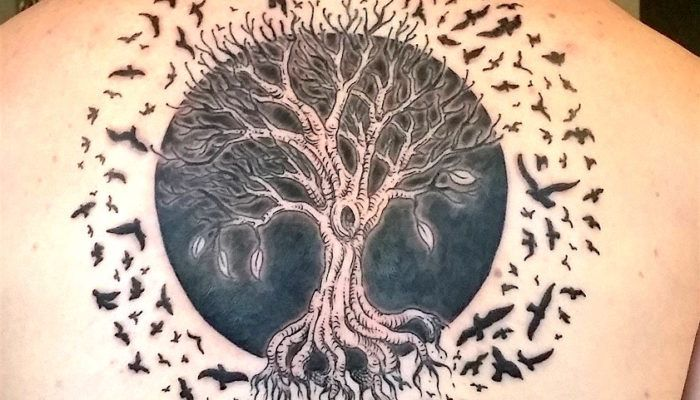 Виды деревьев и их значения в татуировке