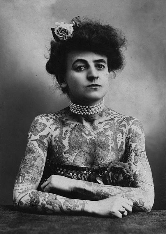 Мод Вагнер, первый известный женский художник-татуировщик в Соединенных Штатах, 1907 год