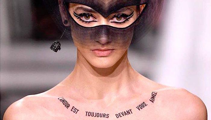 Dior использовал временные татуировки для модного показа