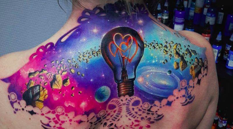 Красочные татуировки Василия Суворова