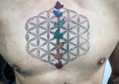 Тату кристалл на груди