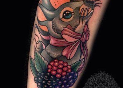 Тату кролик и ягоды