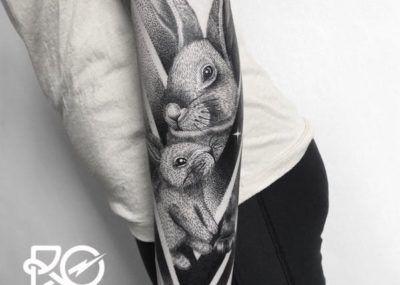 Тату кролики чб рукав