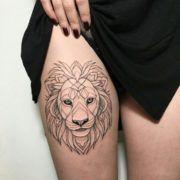 Татуировка в виде льва на женском теле