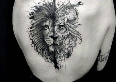 Тату лев на спине