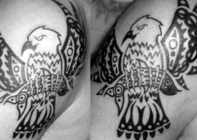 тату орел на плече
