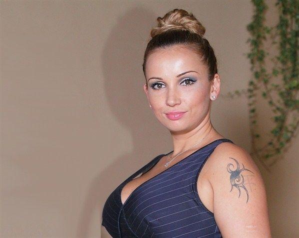 Звёзды массового выводят татуировки2