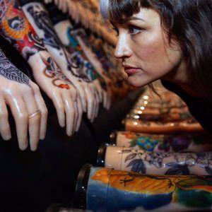 Проведён арт-проект одной сотни татуированных рук