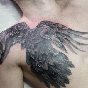 Что означает татуировка ворона