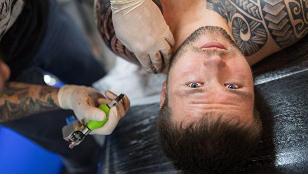 рассказали чем могут быть опасны татуировки