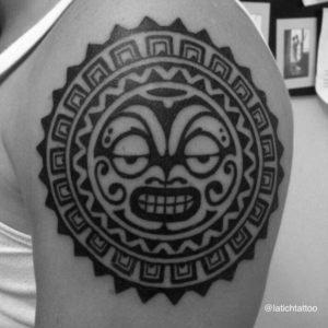 стиль полинезия тату на руке