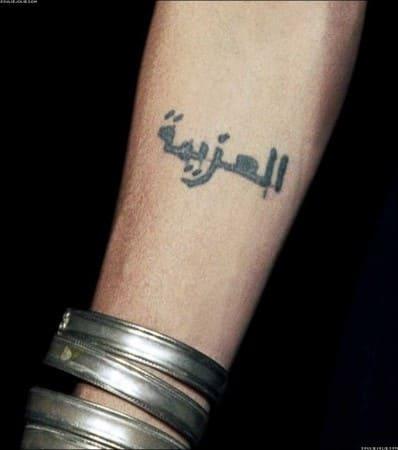 Татуировки Анджелины Джоли на запястье