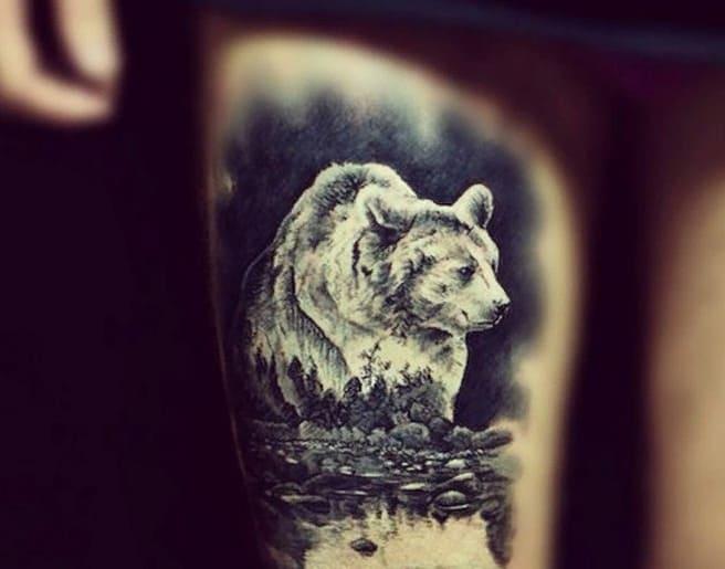 Тату Ильи Прусикина медвежонок
