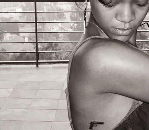 Татуировки Рианны на боках